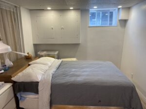 Une grande chambre à louer ($500/mois) au sous-sol (H2M 1P4)